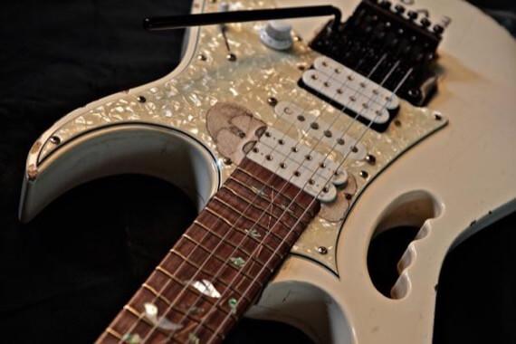 одна из гитар Стива Вая