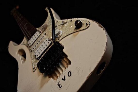 Стив Вай называет гитару Evo
