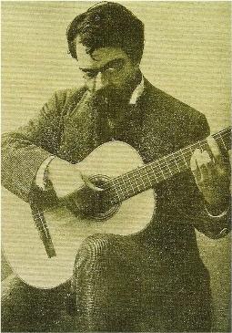 Франсиско Торрега играет на инструменте Торреса (конец XIX столетия]. Обратите внимание но положение правой руки, являющееся ключевым для современной техники.