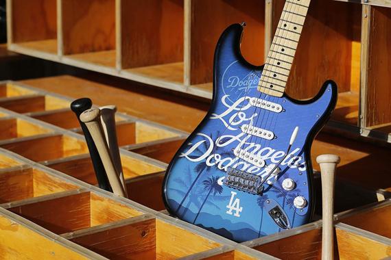 Fender вновь удивляет нас новым дизайном своих гитар