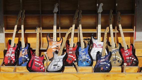 Fender выпустила бейсбольные гитары