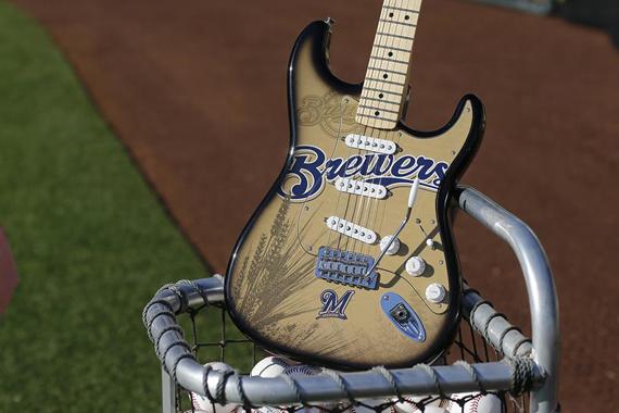 Гитары бейсбольной тематики от Fender