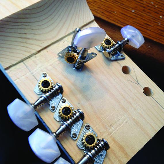 Установка колков в гриф гитары