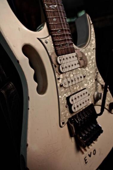 Как выглядит гитара Стива Вая