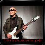 Джо Сатриани с белой гитарой
