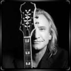 Джо Уолш с гитарой