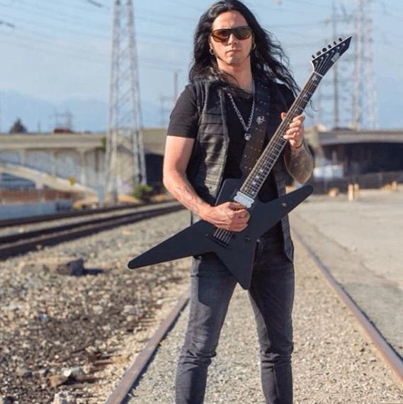 Гитарист металлист