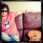 Эдриан Фигалло дает уроки гитары, риффы, табы, видео и много упражнений для гитары.