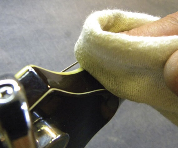Как заменить верхний порожек на гитаре