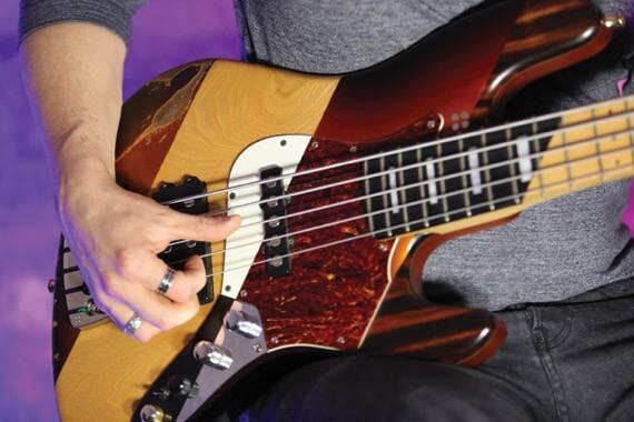 Плавность игры на бас-гитаре
