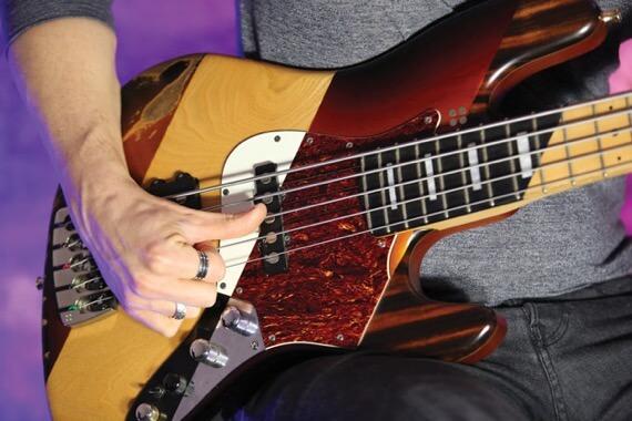 Гибридная техника игры на бас-гитаре